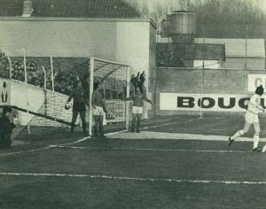 Choquier, Djorkaeff et Rostagni, dépités après l'ouverture du score lilloise sur corner direct, dès la 3ème minute