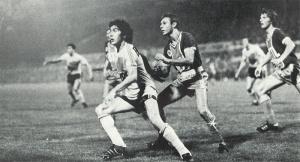 Philippe Redon, Jean-Marc Pilorget et le Lensois Elie scrutant tous le ballon