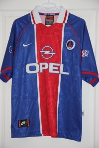 Maillot domicile 1996-97 (collection http://maillotspsg.wordpress.com)