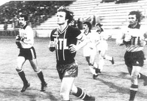 Les deux Dominique, Bathenay et Baratelli, lors de l'entrée des joueurs sur le terrain du stade Jean-Boin (archives MK)