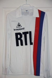 Maillot domicile 1981-82, version hiver (collection MaillotsPSG)