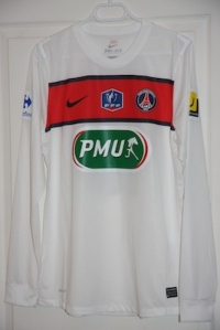 Maillot extérieur 2011-12 en version Coupe de France (collection http://maillotspsg.wordpress.com)