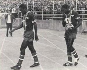 François M'Pelé et Jean-Pierre Adams en route vers la pelouse de Marcel-Picot (P. Lorius)