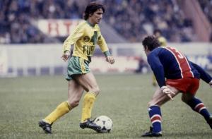 Michel, futur entraîneur du PSG, balle au pied