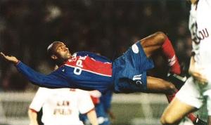 Tentative de reprise acrobatique de Pascal Nouma
