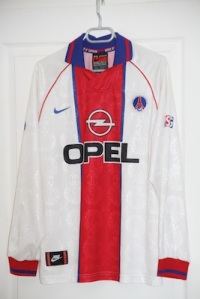 Maillot extérieur 1996-97 (collection http://maillotspsg.wordpress.com)