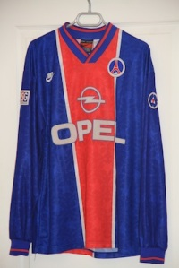Maillot domicile 1995-96 (collection http://maillotspsg.wordpress.com)