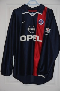 Maillot domicile 2001-02 (collection http://maillotspsg.wordpress.com)