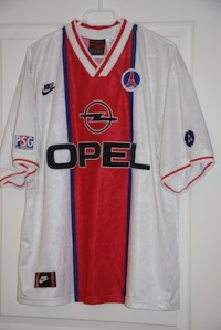 Maillot extérieur 1995-96 (collection http://maillotspsg.wordpress.com)