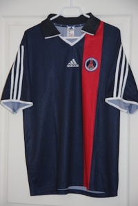 Maillot domicile Coupe de France 2002-2004 (collection http://maillotspsg.wordpress.com)