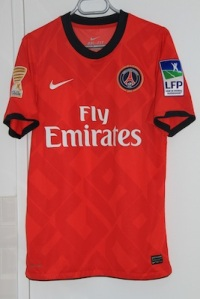 Maillot domicile 2010-11 porté en Coupe de la Ligue (collection MaillotsPSG)
