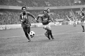 Jean-Pierre Tokoto prend Farison de vitesse