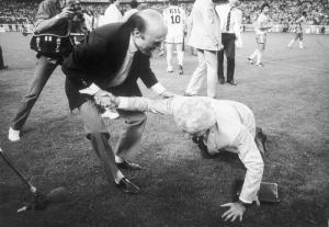 L'image légendaire du président Borelli embrassant la pelouse du Parc