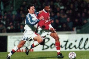 Edouard Cissé balle au pied