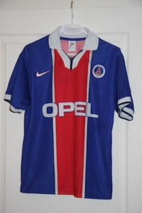 Maillot domicile 1997-98, version Europe (collection MaillotsPSG)