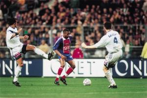 Didier Domi balle au pied