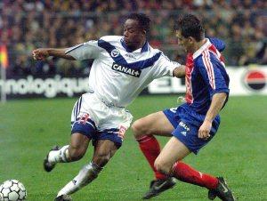 Franck Gava à la lutte avec Wiltord