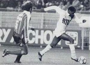 Michel N'Gom balle au pied