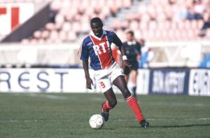 George Weah ball eu pied