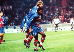 La joie d'Aliou Cissé et Laurent Leroy après l'ouverture du score du premier cité