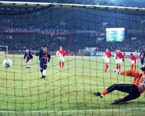 But de Ronaldinho sur Penalty