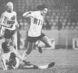 Jean-Noël Huck taclé par M'Pelé (archives MK)