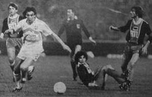 Cubaynes balle au pied, sous les yeux de Safet Susic, Wiliam Ayache et Jean-Marc Pilorget