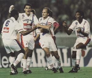 Kombouaré félicité par Germain et Ricardo