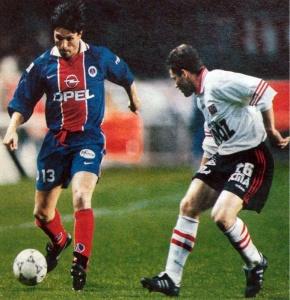 Laurent Fournier balle au pied (archives @Histoire_du_PSG)