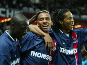 La joie des parisiens après l'égalisation de Paulo Cesar (au centre)