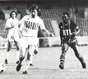 François M'Pelé met la pression sur Specht
