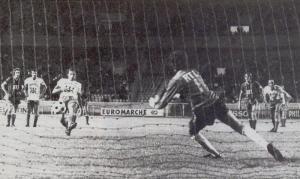 Égalisation de Dzajic sur penalty, qui ne laisse aucune chance à Michel Bensoussan (Corse Football)