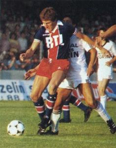 Luiz Fernandez balle au pied