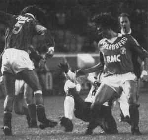 Jules Bocandé englué dans la défense toulousaine...