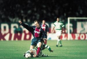 Francis Llacer taclé par un écossais