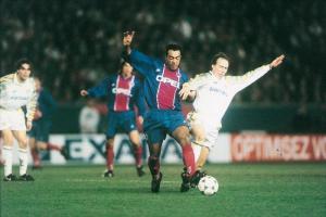 Patrice Loko faisant des misères aux défenseurs italiens