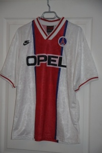 Maillot extérieur 1995-96, version Coupe d'Europe (collection MaillotsPSG)