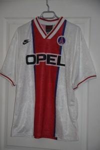 Maillot extérieur 1995-96, version Coupe d'Europe (collection MaillotsPSG)