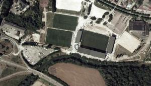 Vue aérienne du stade de l'Aube pendant les travaux de 2002