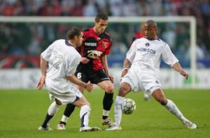 Sylvain Armand et Fabrice Pancrate tentent de stopper Bourillon