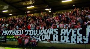 Hommage des fans irlandais à Mathieu, supporter parisien décédé peu avant