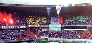 Les Boulogne Boys et la tribune A à l'entrée des joueurs