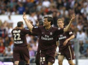Les parisiens fêtant le but de Rothen, qui scelle le sort du match