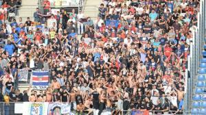 Le contre-parcage parisiens : 150 ultras de la capitale présents en tribune rennaise SANS INCIDENT aucun. Ce qui n'empêchera pas une presse conditionnée et malhonnête de faire de leur fantasmes une information...
