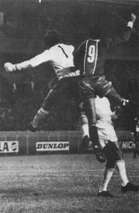 Sortie de Chauveau devant François M'Pelé