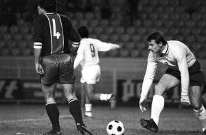 Jacques Novi et Ilja Pantelic après le but contre son camp du premier nommé...