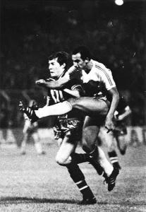 Luis Fernandez à la lutte avec Sab