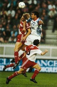 Duel aérien entre Ricardo et Klinsmann