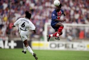 Aliou Cissé s'nterpose devant Musampa