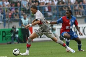 Photo Ch. Gavelle, psg.fr (image en taille et qualité d'origine : http://www.psg.fr/fr/Actus/105003/Galeries-Photos#!/fr/2008/1734/17118/match/Caen-PSG/Reconnaissance-du-terrain)